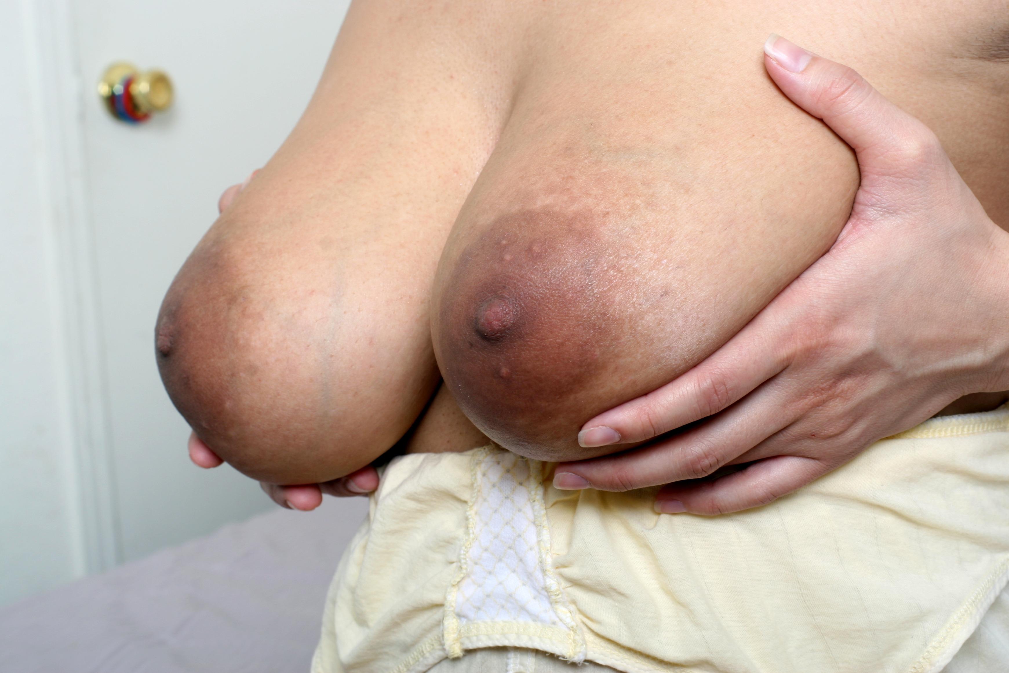 Junge Riesenbrüste